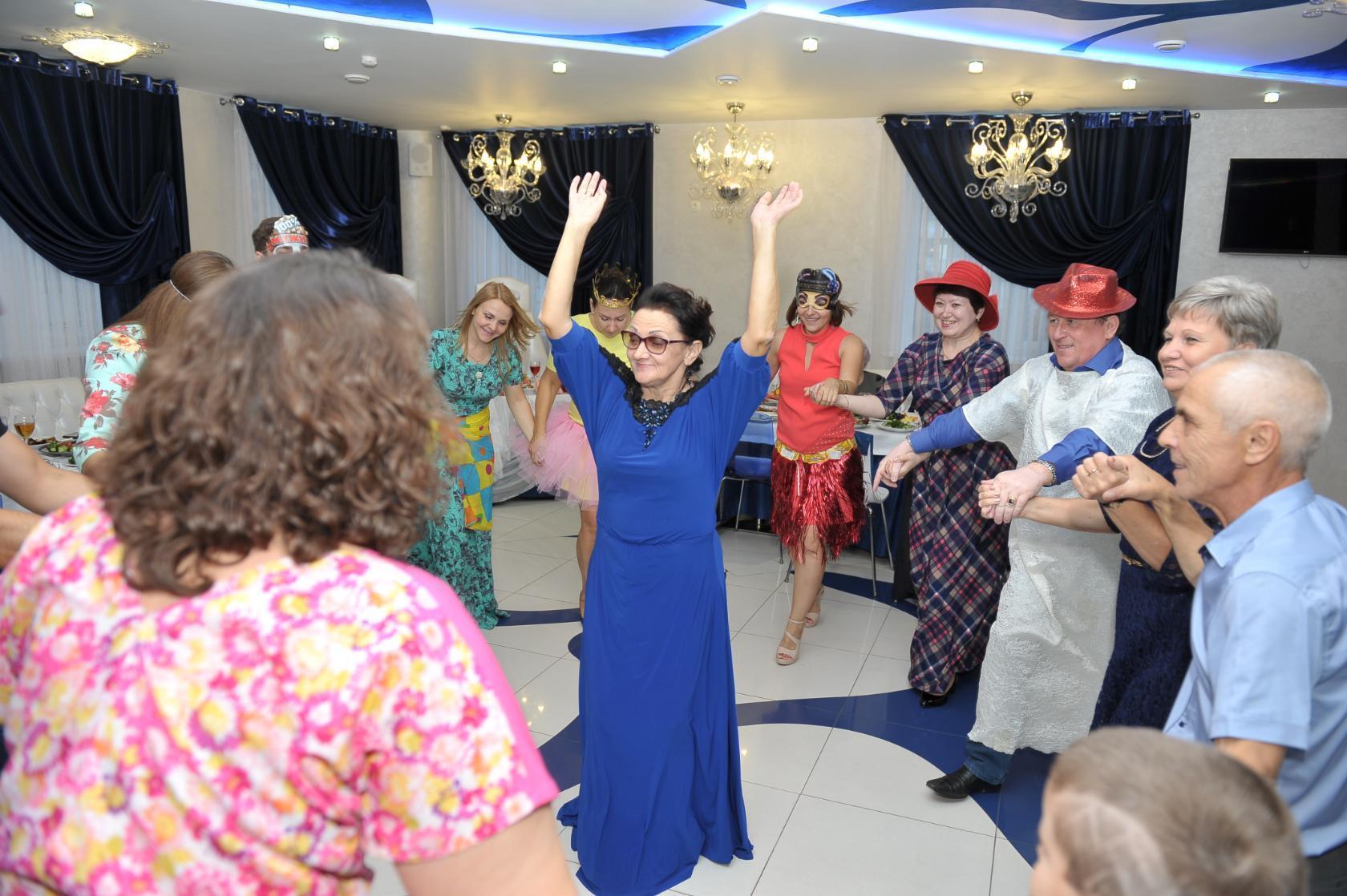 Как отметить юбилей? Весело и с танцами!