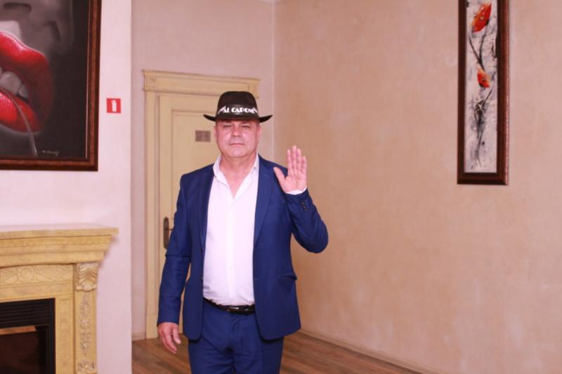 Шляпу сними!